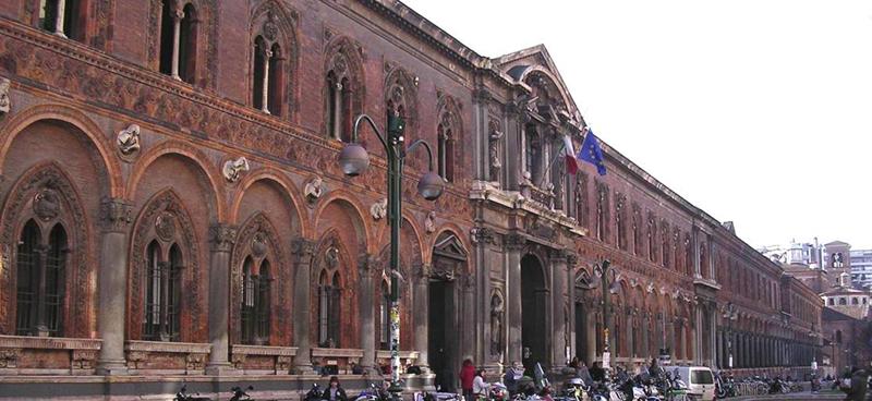5321cb5064d46_5-la-facciata-della-ca-granda-su-via-festa-del-perdono-prima-del-restauro (1)