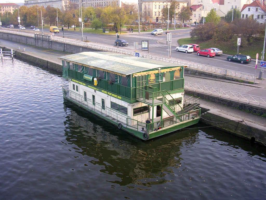 U_bukanýra,_z_mostu