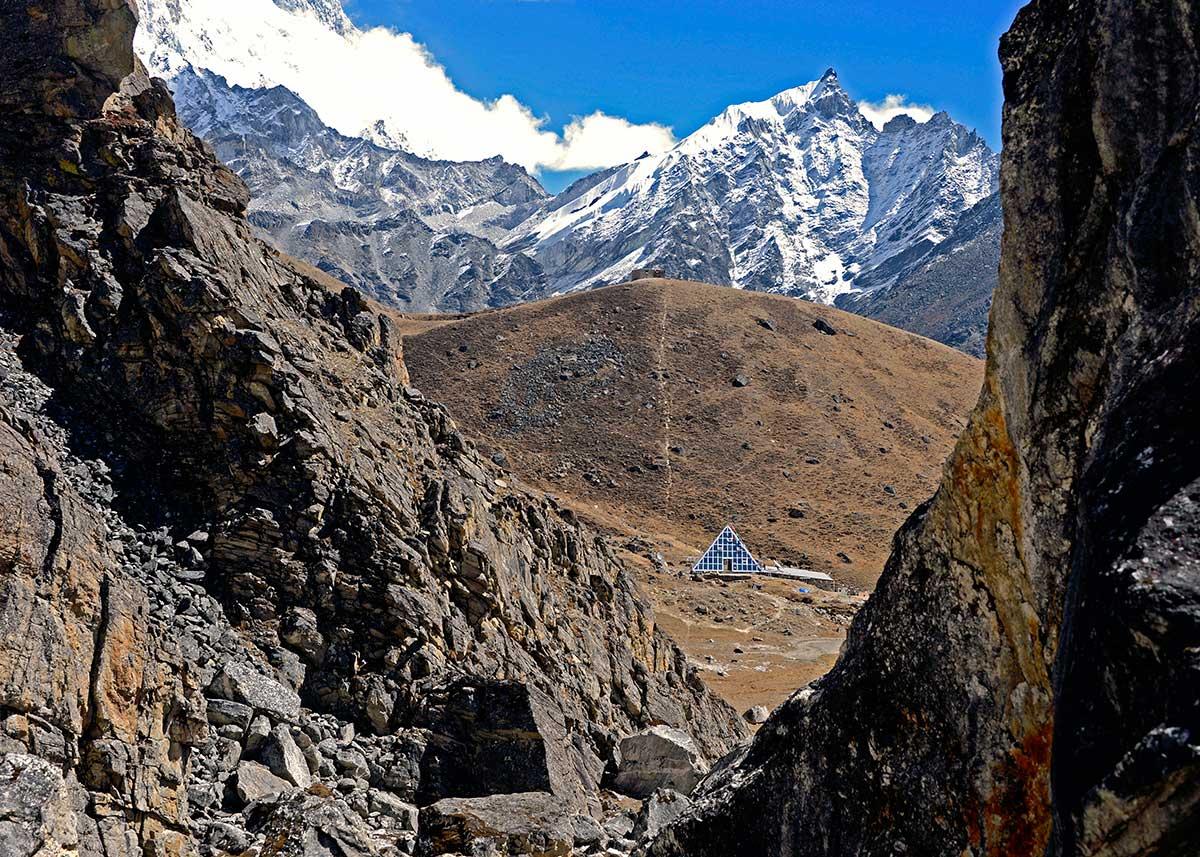 10-[Immagine_5]-La-spada-nella-roccia_-laboratorio-della-piramide-5050-mt.-Nepal_eds