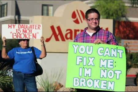 20131112narth_protest02