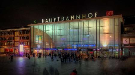 Köln_Hauptbahnhof_-_Empfangsgebäude_bei_Nacht_(8111-13)