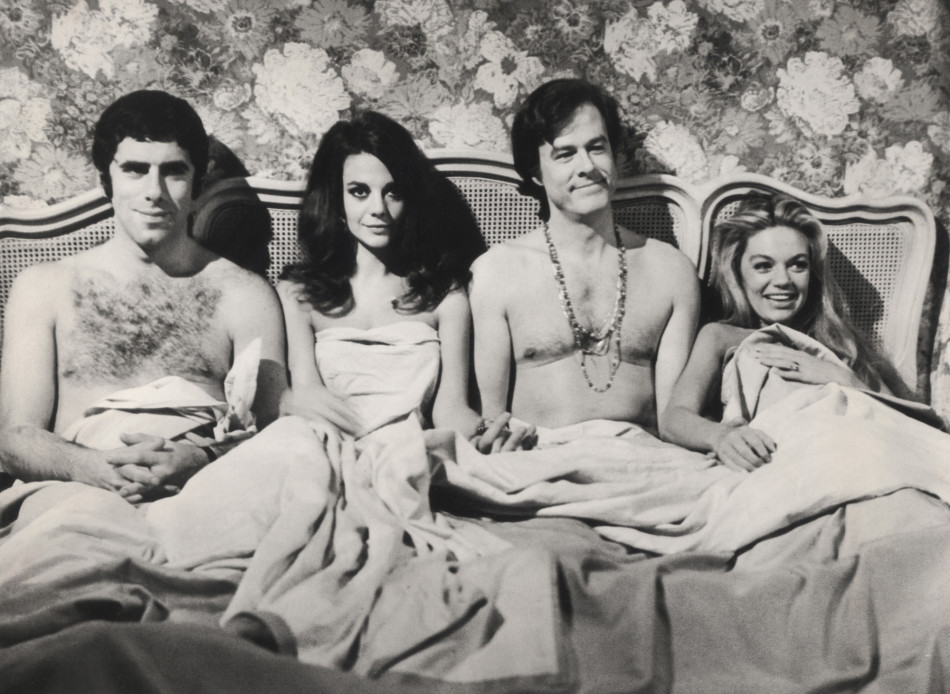 Bob & Carol & Ted & Alice (1969) | Pers: Elliott Gould, Natalie Wood, Robert Culp, Dyan Cannon | Dir: Paul Mazursky | Ref: BOB001AA | Photo Credit: [ Columbia / The Kobal Collection ] | Editorial use only related to cinema, television and personalities. Not for cover use, advertising or fictional works without specific prior agreement