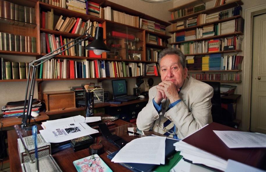 Raymond Boudon nel suo studio