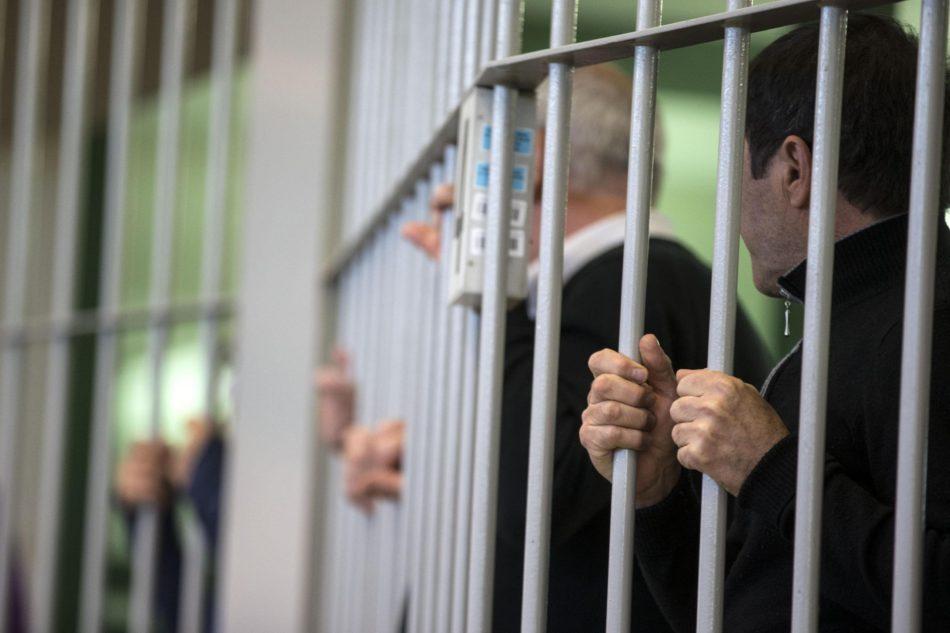 Detenuti all'interno delle gabbie, durante la seconda udienza del processo Mafia capitale all'interno dell'Aula Bunker di Rebibbia 17 novembre 2015 a Roma ANSA/MASSIMO PERCOSSI