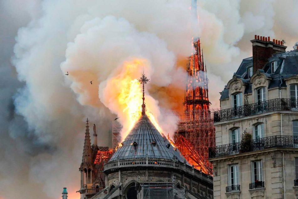 Notre-Dame de Paris in fiamme