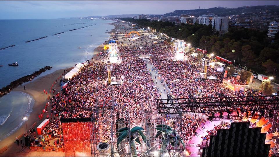 Jova Beach Party, fare la differenziata è rock'n'roll -Vulcano Statale
