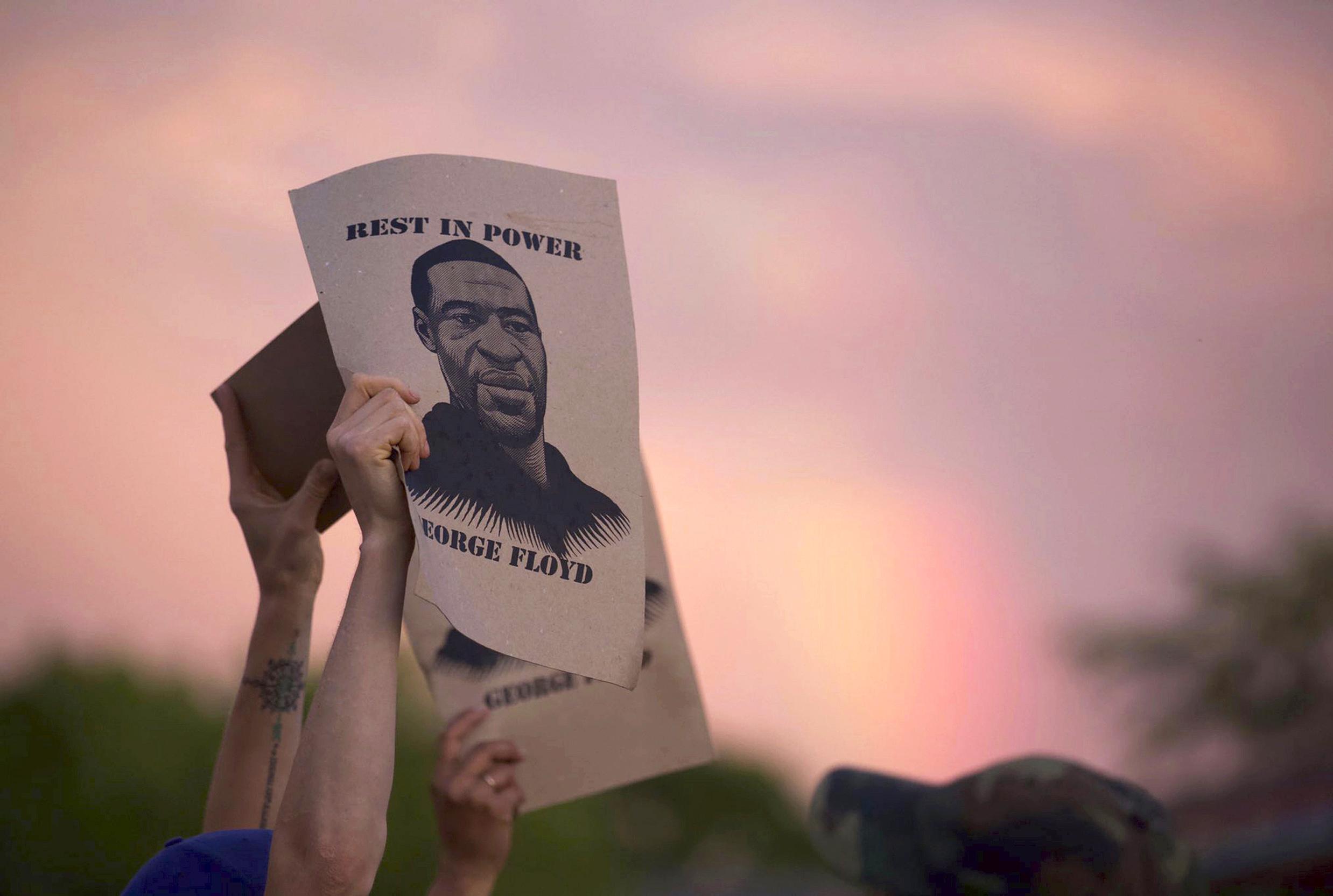 George Floyd: postare, parlare, protestare