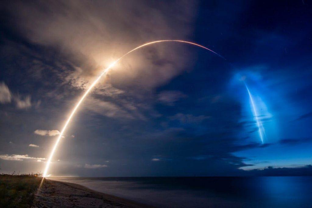 Il lancio dello SpaceX il 13 giugno per portare in orbita i 58 satelliti Starlink (© Business Insider)