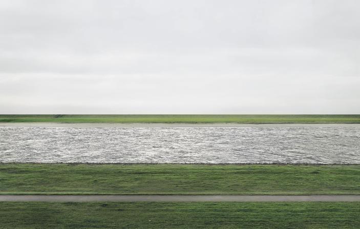 """Rhein II"", Andreas Gursky (1999)"