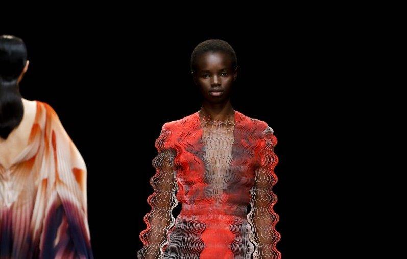 Iris Van Herpen: l'arte della fantasy couture -Vulcano Statale